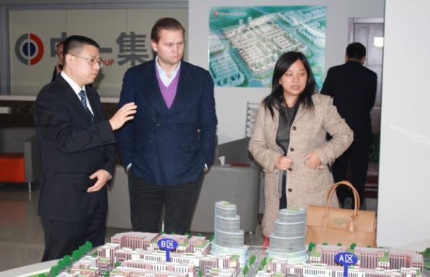 瑞典鼎峰集团来青岛国际服装产业城考察寻求合作